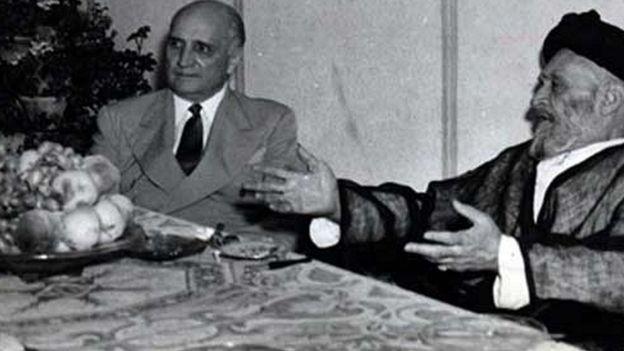 یکی از دیدارهای ابوالقاسم کاشانی با لوی هندرسون، سفیر آمریکا. کاشانی به هندرسون میگفت که میخواهد برای مبارزه با امپریالیسم یک ارتش میلیونی تاسیس کند و از هندرسون می خواست نظراتش را به اطلاع واشنگتن برساند