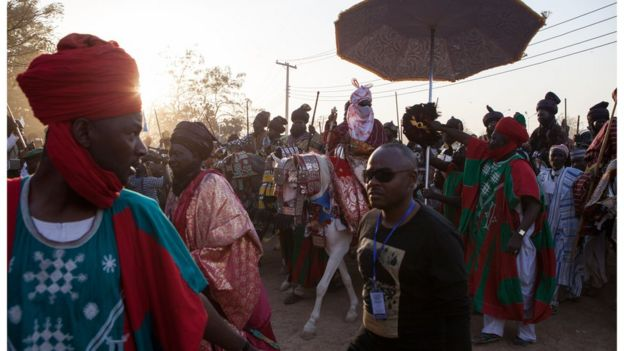 Emir Muhammad Sanusi II (C) passes in front of his palace, on 8 February 2015, in Kano, Nigeria