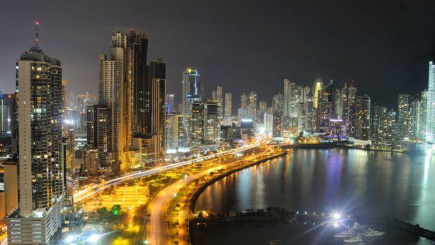 Vista nocturna de Ciudad de Panamá