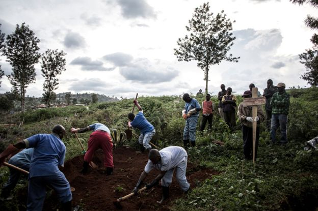 Burying the dead in Butembo