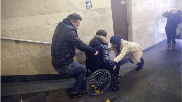Навіть у столиці України пересуватися на візку надзвичайно важко
