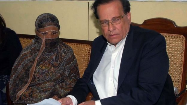 Asia Bibi is visited in prison by Salman Taseer in November 2010