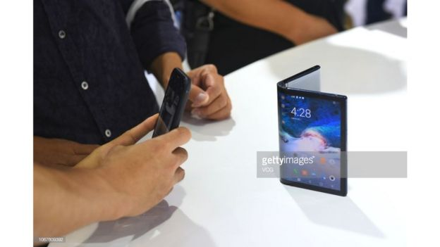 """Royole FlexPai là """"smartphone có thể gập đầu tiên trên thế giới"""""""
