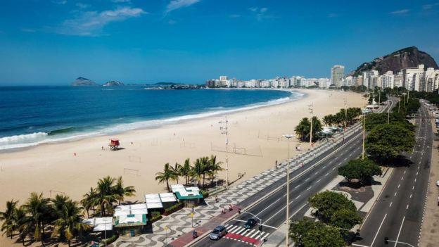 Una desolada playa de Río de Janeiro.