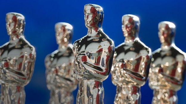 Oscar heykelcikleri.