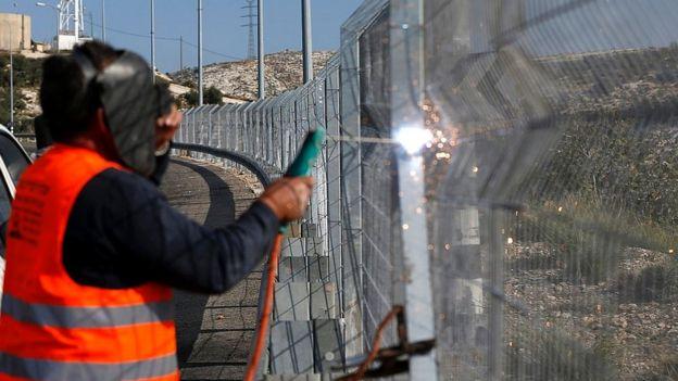 Tareas de mantenimiento en la valla