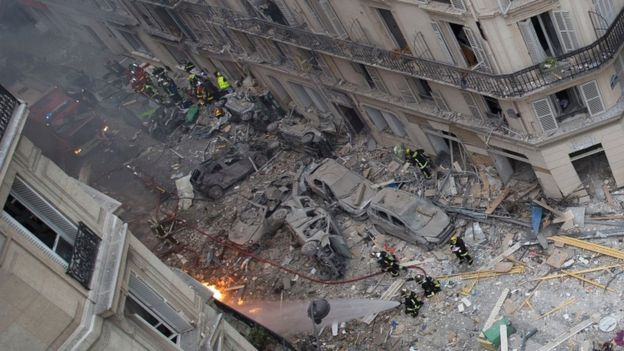 A general view shows debris and car wreckage following the explosion of a bakery on the corner of the rue Sainte-Cécile and rue de Trévise in central Paris on 12 January 2019
