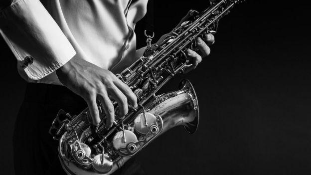 Saxofón.