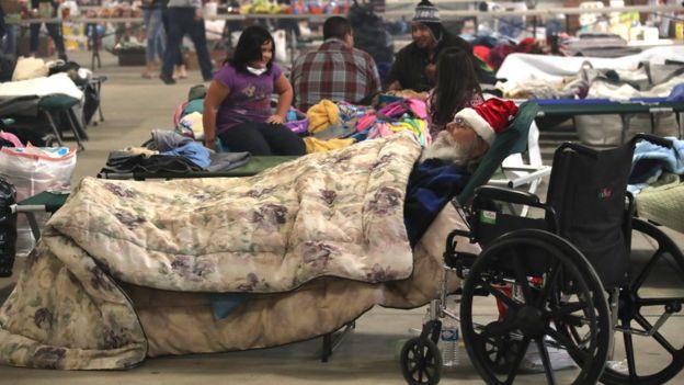 Evacuados por el incendio en Ventura