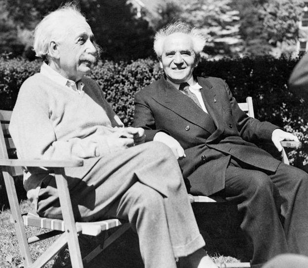Thủ tướng Israel David Ben Gurion và nhà vật lý Albert Einstein