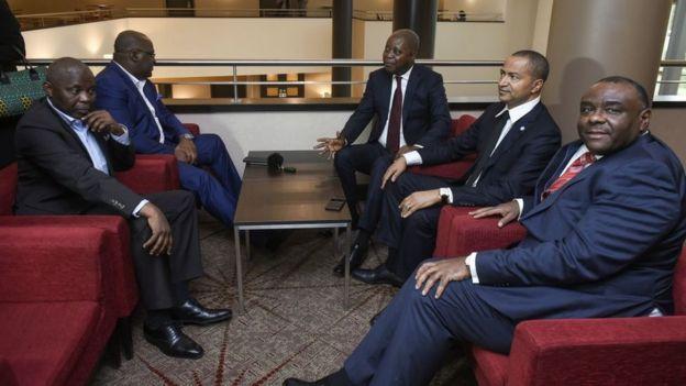 Vital Kamerhe, Felix Tshisekedi, Adolphe Muzito, Moise Katumbi, et Jean-Pierre Bemba, politiciens de l'opposition de la République démocratique du Congo.