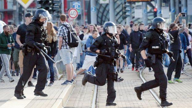 شرطة مكافحة الشغب انتشرت في كيمنيتس
