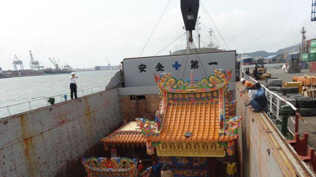 將寺廟運往太平島,需要使用貨輪。