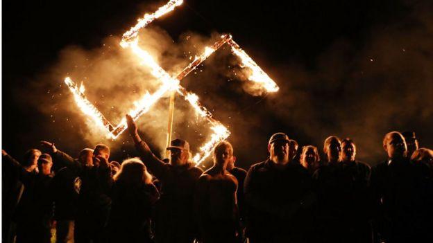 Imagem mostra membros do Movimento Nacional Socialista