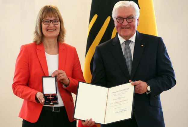 Activist Kathrin Mahler Walther (L) receives award from German President Frank-Walter Steinmeier, 2 Oct 19