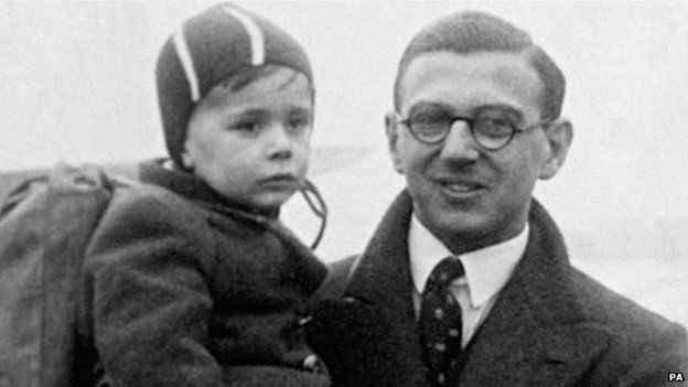 Winton and a refugee child in 1939