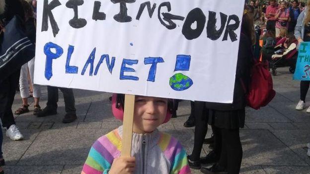Jasmine, hija de Lily, en una manifestación de Extinction Rebellion