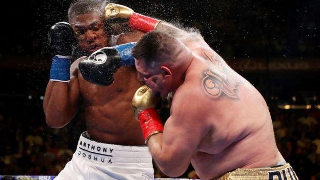 Andy Ruiz y Anthony Joshua durante la pelea