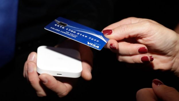 The Swedes rebelling against a cashless society - BBC News