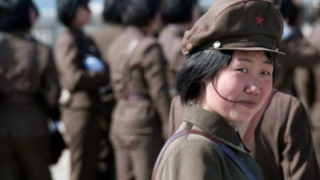Ảnh chụp một nữ binh sĩ Bắc Hàn