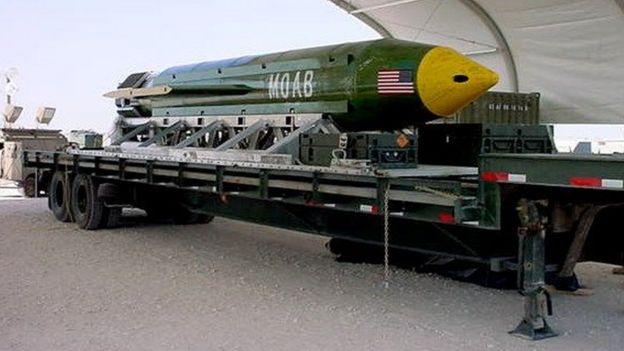 Foto de archivo de la bomba GBU-43/B MOAB
