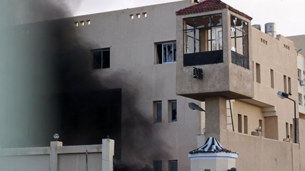 Police station on fire in El-Arish, Egypt (11/02/11)