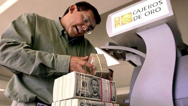 Dólares en El Salvador.