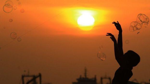 இலங்கை ஈஸ்டர் தாக்குதல்: பாதிக்கப்பட்ட சிறார்களின் தகவல்களை திரட்டுவதில் சட்ட சிக்கல் ஏன்?