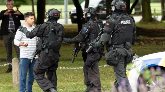 olay yerindeki polisler