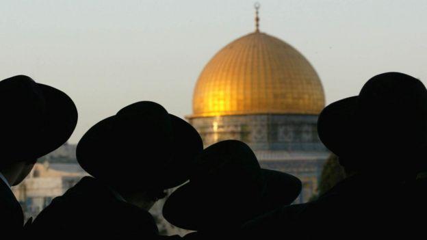 Yerusalem adalah kota suci bagi tiga agama besar: Islam, Kristen, Yahudi.