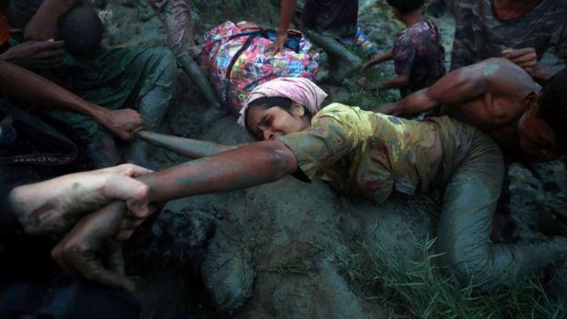 أجبرت الحملة العسكرية العنيفة أكثر من 700 ألف من مسلمي الروهينجا على اللجوء إلى بنغلاديش المجاورة