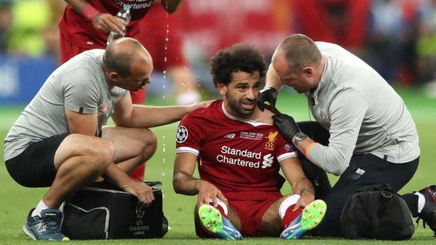 محمد صلاح يتلقى العلاج