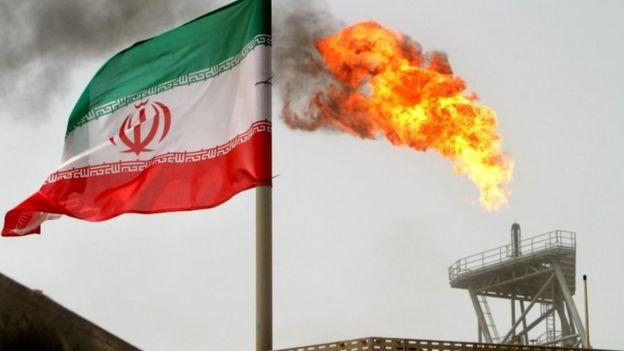 Semburan gas di lapangan minyak Soroush dan benedra Iran (foto tahun 2005).