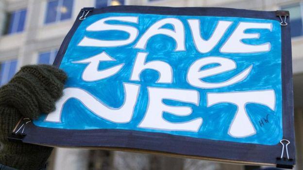 Cartaz de protesto contra mudanças na internet