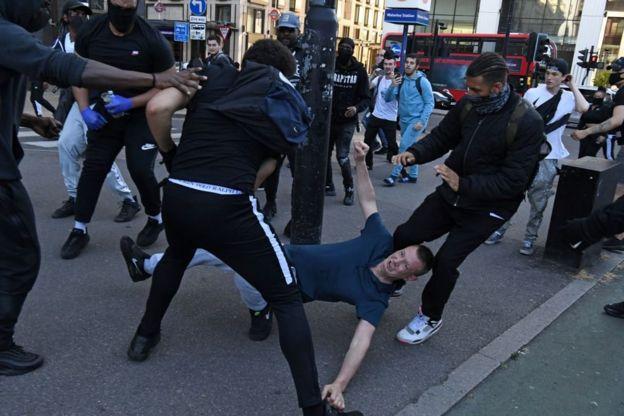 Столкновения в Лондоне