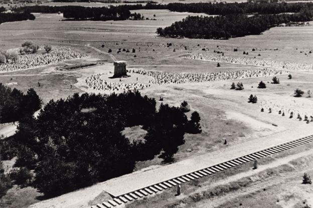 Vista aérea del campo de exterminio de Treblinka, en 1943