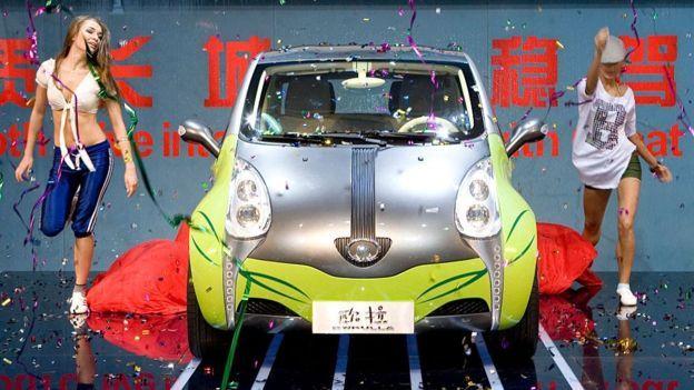 Triển lãm motor Thượng Hải. Joseph Nye nói Trung Quốc đã là một xã hội trung lưu nhưng đảng cầm quyền vẫn bám theo tư duy cũ