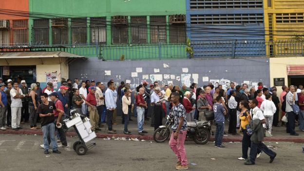 fila de votantes en las elecciones presidenciales del 20 de mayo.