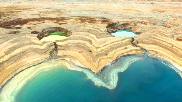 Imagen de un socavón en el Mar Muerto