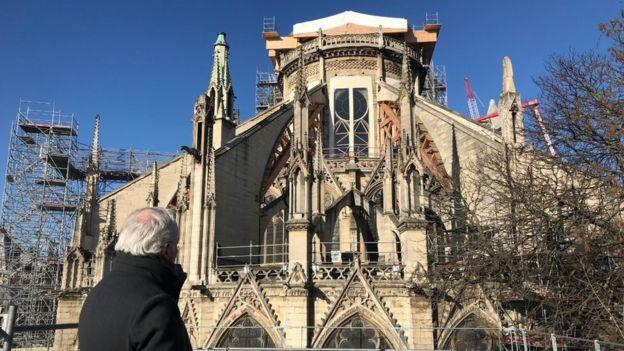 Головний архітектор з реставрації собору Філіп Вільньов слідкує за відновлювальними роботами