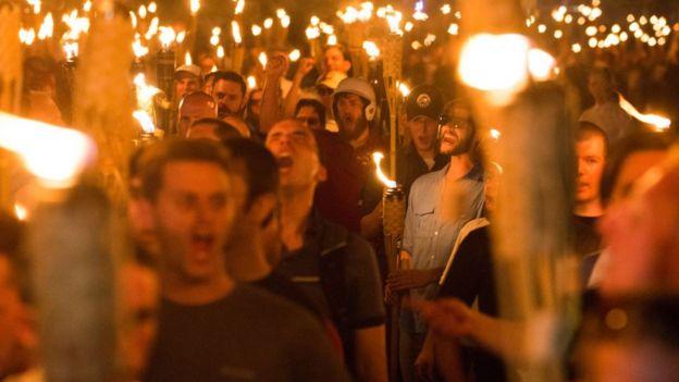 Beyaz milliyetçiler Ağustos 2017'de Sağı Birleştirin adlı yürütüşte