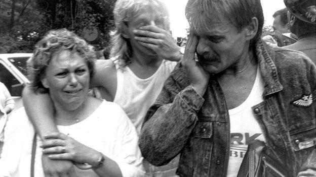 Alemães orientais atravessam a fronteira húngara para a Áustria, em 21 de agosto de 1989