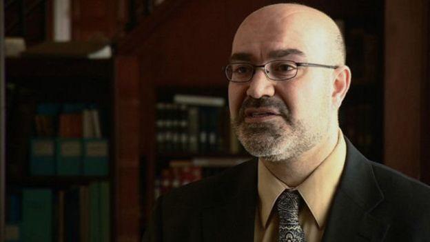 هیراد دینوری، کتابدار مرجع کتابخانه کنگره، می گوید حدود یک سوم از کتاب ها از ایران، یک سوم از شبه قاره هند و یک سوم دیگر از آسیای میانه، افغانستان و سرزمین های عثمانیست