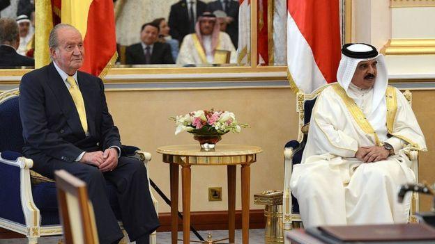 Хуан Карлос и король Бахрейна в 2014 году
