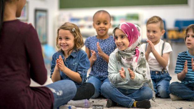 Niños en la escuela.