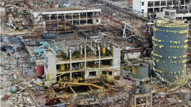 江苏盐城响水县陈家港镇江苏天嘉宜化工有限公司爆炸现场一片狼藉。