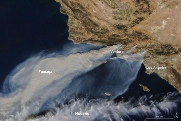 Imagem de satélite de incêndio na Califórnia