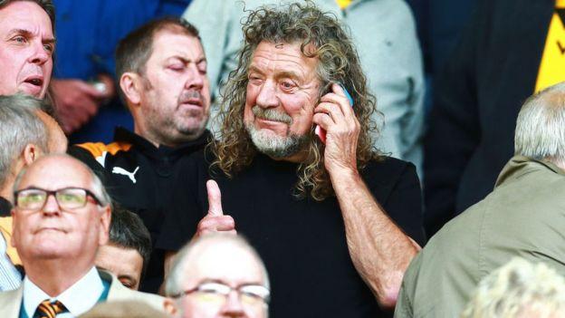 Robert Plant en un partido de fútbol en 2018.