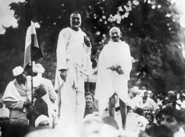 पेशावर में खान अब्दुल गफ्फार खान और महात्मा गांधी एक साथ