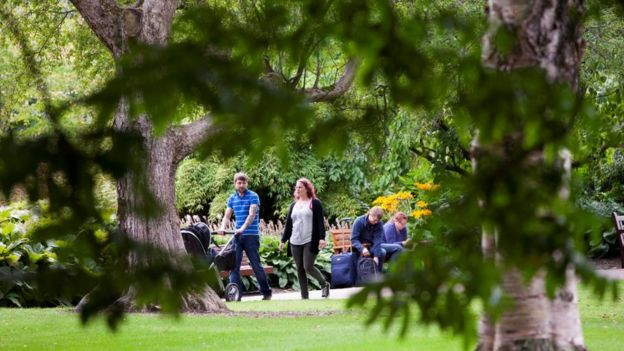Visitors at Royal Botanic Garden in Edinburgh